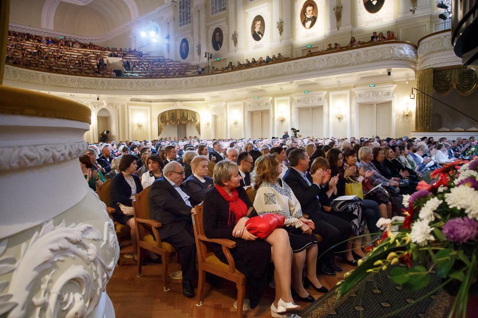 В честь юбилея московской консерватории на сцене большого зала прозвучала музыка людвига ван бетховена в исполнении